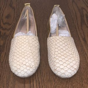 House of Harlow gold and beige 2 tone flats 8.5